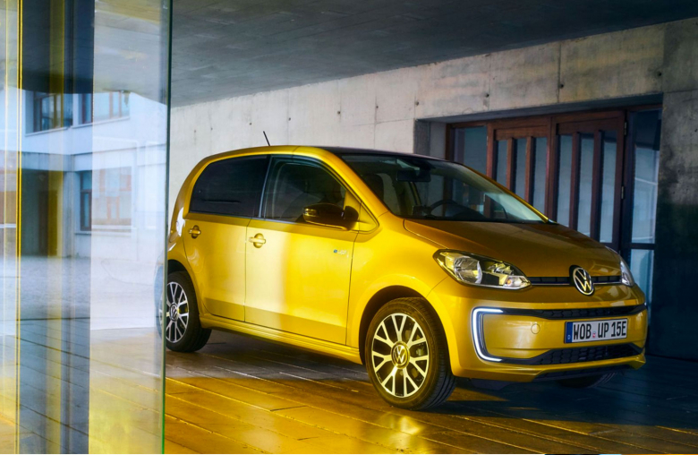 E-Autos werden erschwinglich: Den neuen VW e-up mit einer Batterieleistung von 32,3 kWh gibt es z.B. bereits ab einem Grundpreis von 21.975 Euro.