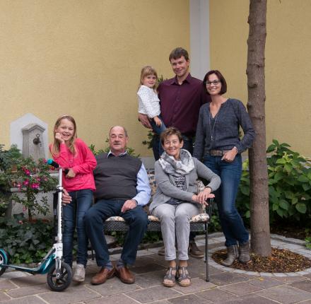 """Drei Generationen unter einem Dach, Reibereien inklusive. """"Das gehört dazu"""", sagt Stefan Fraundorfer."""