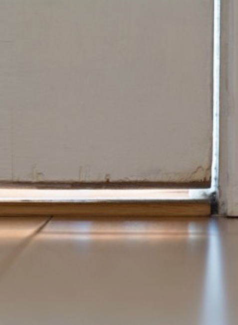 Nicht ganz dicht: Eine gute Wärme- und Schallisolierung sind Voraussetzung für eine Haustür.