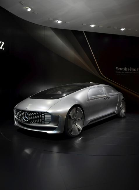 Der F015 von Mercedes bietet Entspannung und tolles Design, darf aber in Österreich nicht fahren.
