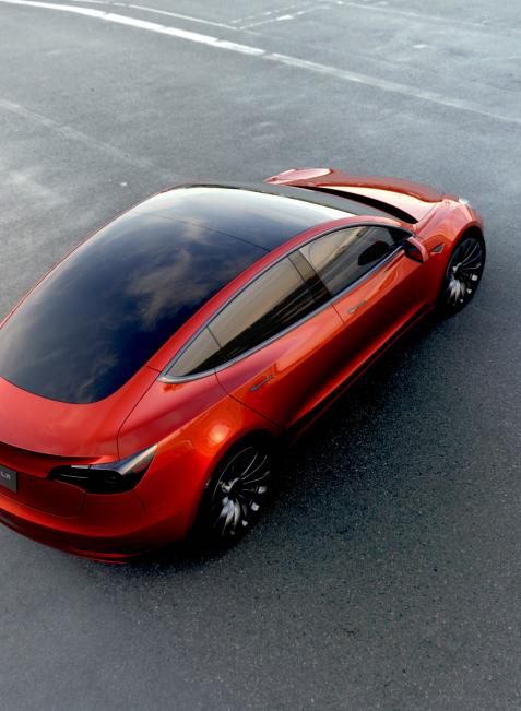 Der Tesla Model 3 soll 2017 zum Preis von 35.000 US-Dollar mit Autopilot auf den Markt kommen. In den Fahrprozess kann man dennoch jederzeit eingreifen.