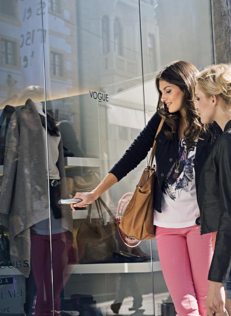 Einzelhändler sind in der Lage, Informationen zu den Einkaufsbummlern zu erhalten.